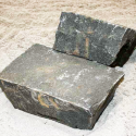 Klostersten (Håndhugget) - Sort-Basalt - 14x21x10 cm
