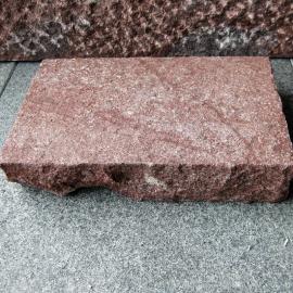 Klostersten (Håndhugget) - Rød-G648 - 14x21x4,5 cm